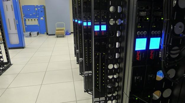 Singapore Data Center - Redundant APC power strips provide power to SiteGround dual-path servers.